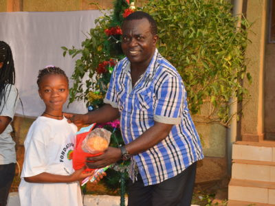 Weihnachten mit Waisenkindern