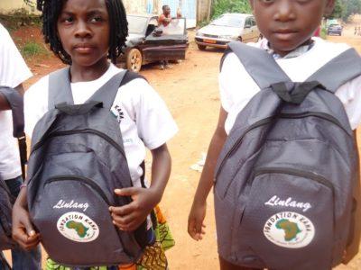 Schulmaterial für Waisen